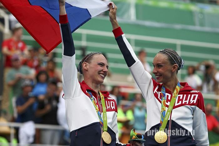 2016 Rio Olympics - Synchronised Swimming - Duets Free Routine - Victory Ceremony - Maria Lenk Aquatics Centre - Rio de Janeiro, Brazil - 16/08/2016.    Natalia Ishchenko (RUS) and Svetlana Romashina (RUS) of Russia pose with their gold medals. REUTERS/Michael Dalder FOR EDITORIAL USE ONLY. NOT FOR SALE FOR MARKETING OR ADVERTISING CAMPAIGNS.   - RTX2LBHX